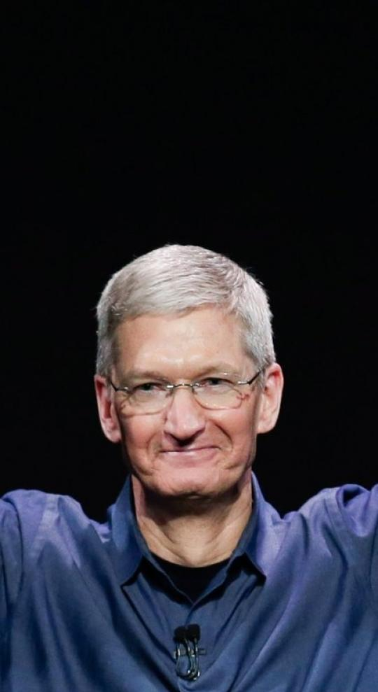 Apple Becomes the First Public $1 Trillion Company