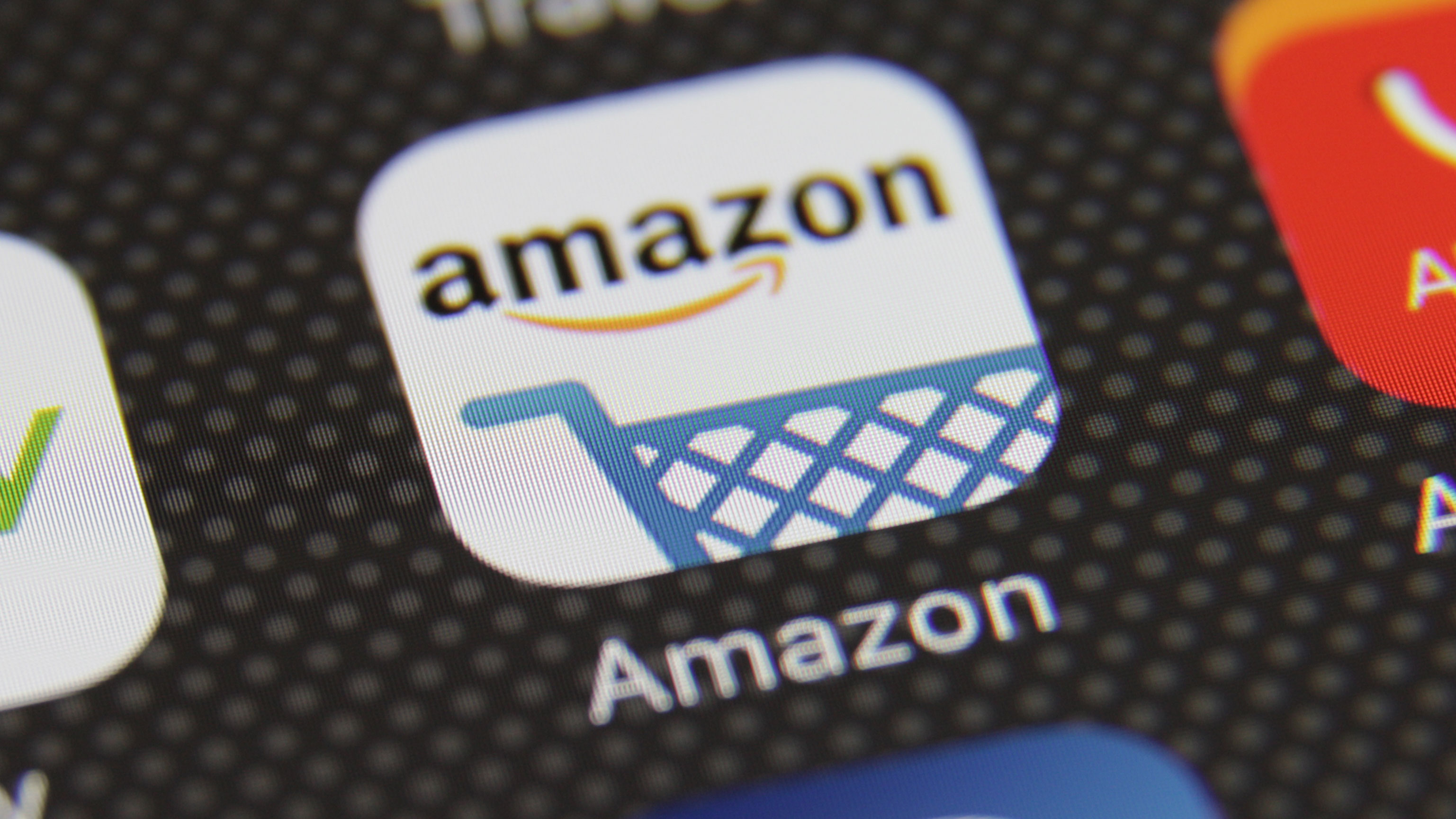 d3a3acf7e Year after year the e-commerce giant has been able to improve its  performance and break previous shopping records. Source: TechCrunch