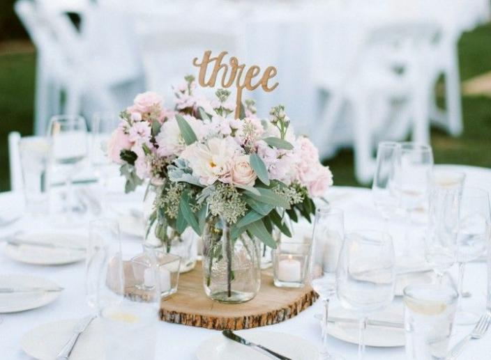 7 Striking Centerpiece Ideas For Your Wedding