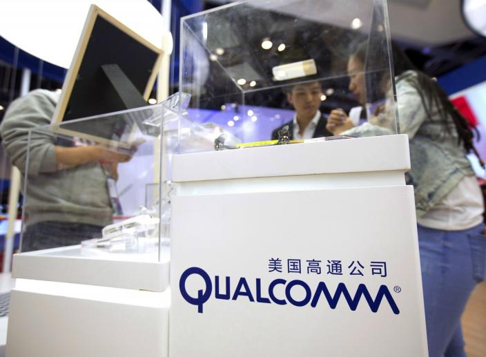 Federal Regulators Ask Qualcomm to Delay Broadcom Bid Vote