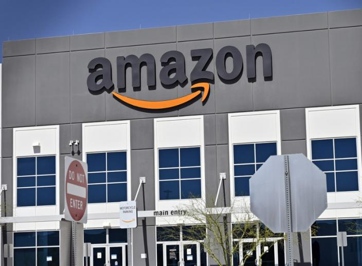 Amazon Wants to Turn JCPenney and Sears Stores into Fulfillment Centers
